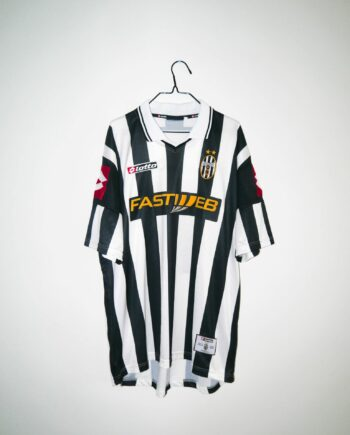 5d1645be3 Original 2001-02 Juventus home jersey -XL
